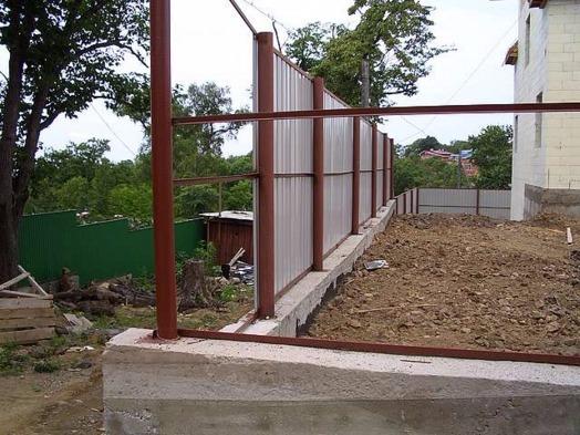 фундамент бетнонный для забора дачи из профнастила