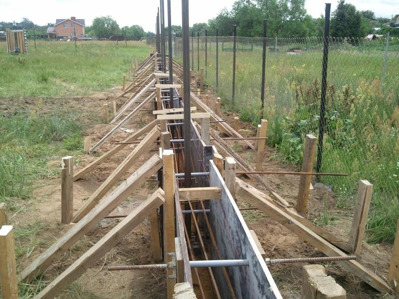 фундамент забора бетона