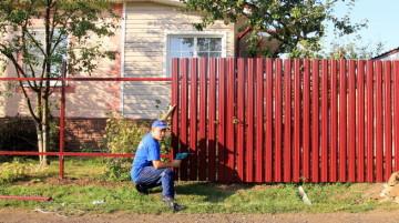 забор из евроштакетника - советы от опытных специалистов