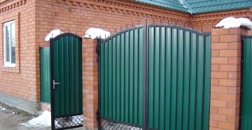 Как построить распашные ворота своими руками