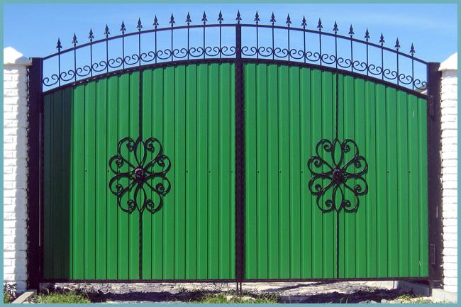 как украсить ворота из профнастила - советы профессионалов