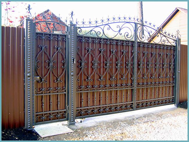 красивые ворота из профнастила с ковкой - советы профессионалов