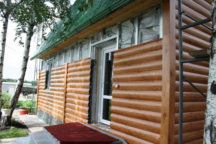 Металлический сайдинг блок-хаус под бревно – достойная альтернатива деревянным изделиям.