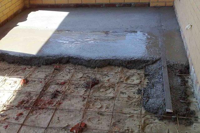 Kak-pravilno-ulozhit-betonnyj-pol-v-chastnom-dome-svoimi-rukami17.jpg