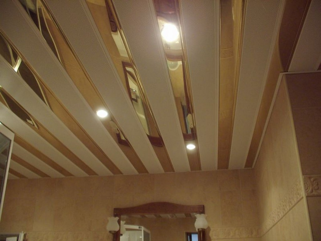 Реечный потолок в ванной своими руками видео