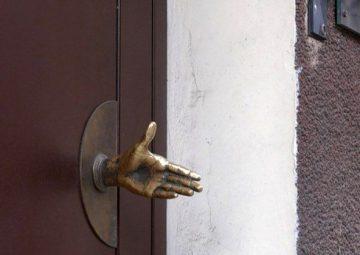 как установить ручку для входной двери своими руками
