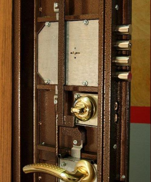 Замена замков в металлической двери собственноручно